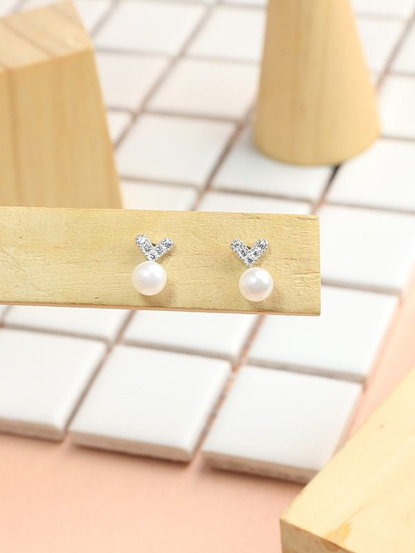 Mini Heart Freshwater Pearl Stud Earrings Platinum Plated Sterling Silver TruFlair Online Boutique